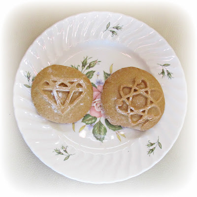 image gingerbread cookies biscuits atom atomic picture diagram diamond cookie mould mold recipe