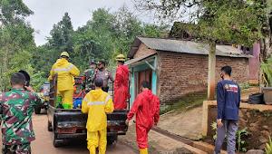 Tim Gugus Tugas Pencegahan Dan Penanggulangan COVID-19 Kecamatan Tersono Melakukan Penyemprotan Disinfektan Di Desa Tegalombo