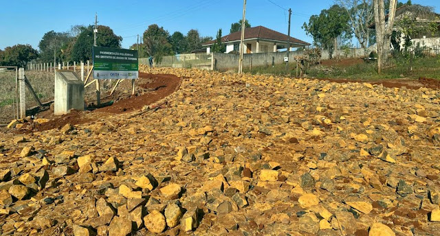 Iretama: Pavimentação com pedras vai melhorar o tráfego no Águas de Jurema
