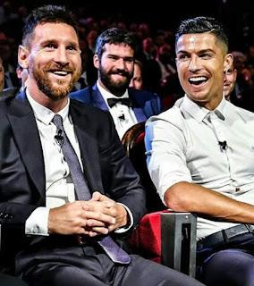 PERFECT GESTURE.....#messi #Ronaldo....