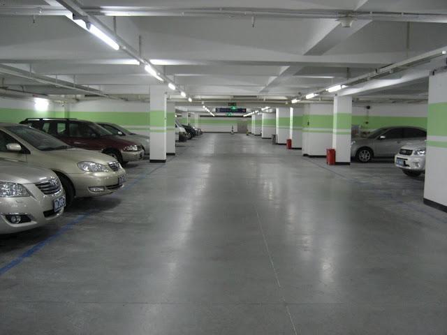 Hầm đỗ xe tại một dự án chung cư.