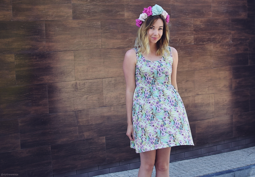 bonprix.pl, lato, moda, sandały, stylizacja, sukienka, szaleo, torba, wianek,