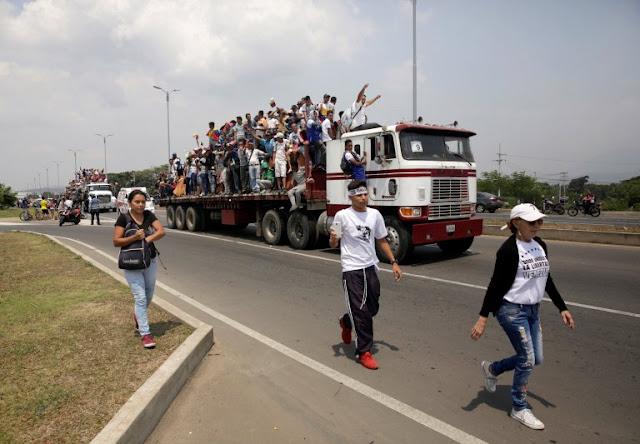 Un camión con ayuda humanitaria proveniente de Colombia logró entrar a territorio venezolano #23Feb