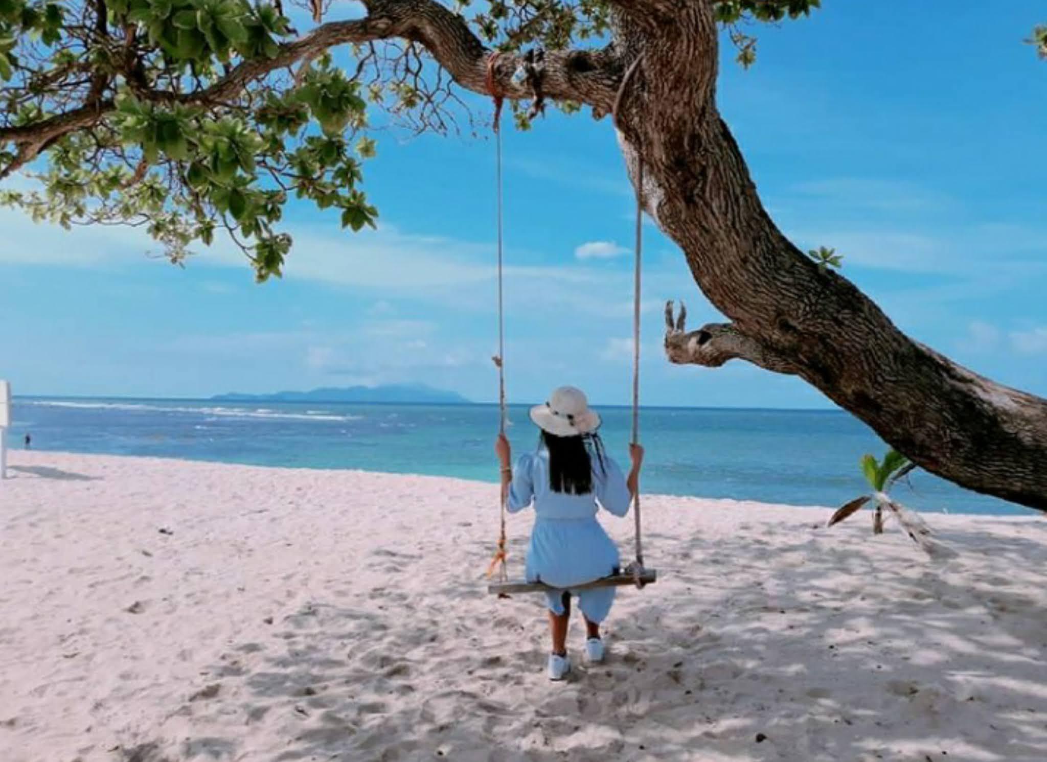 Harga tiket masuk dan penginapan di  Pantai Alau Alau Boutique Resort