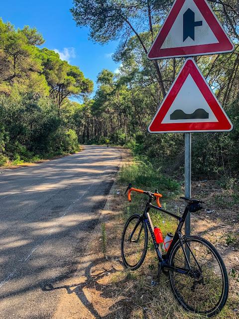 carbon road bike rental in Lecce cycling salento apulia italy san cataldo
