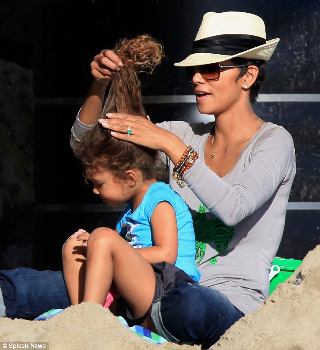 Famous and Celebrities: Olivier Martinez and Halle's ...