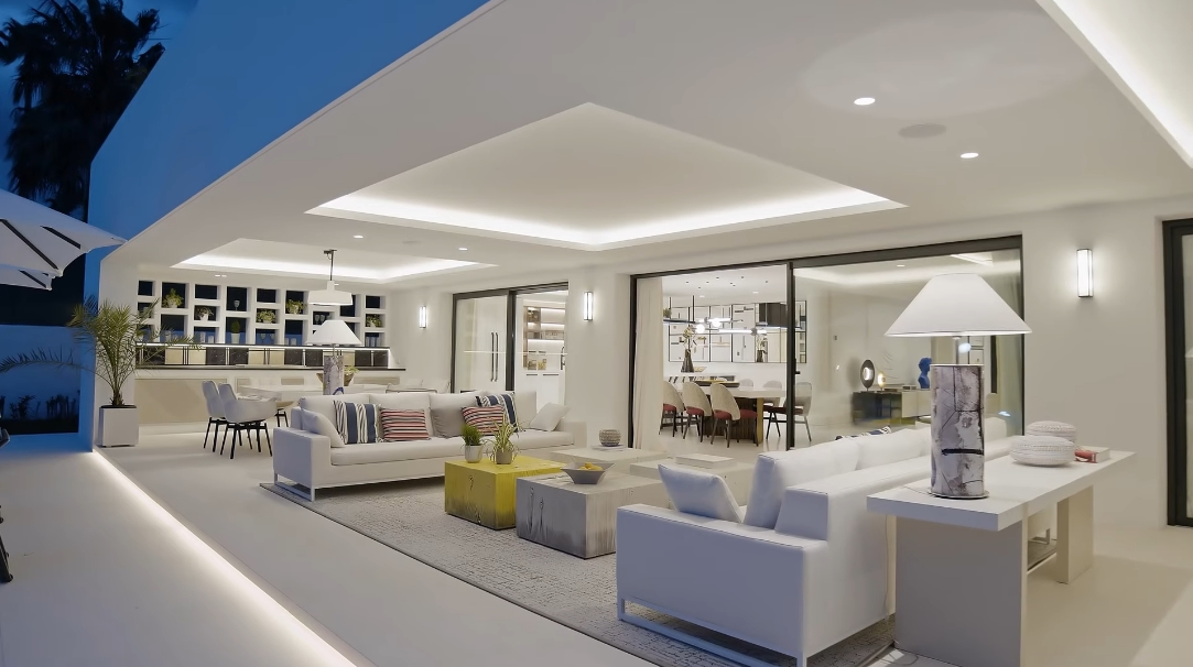 35 Interior Design Photos vs. Villa Aloha 151 Nueva Andalucia, Spain Tour