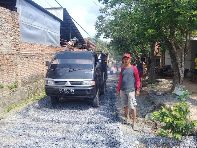 Desa Merbau Mataram bangun Jalan Underlagh dan Lapen