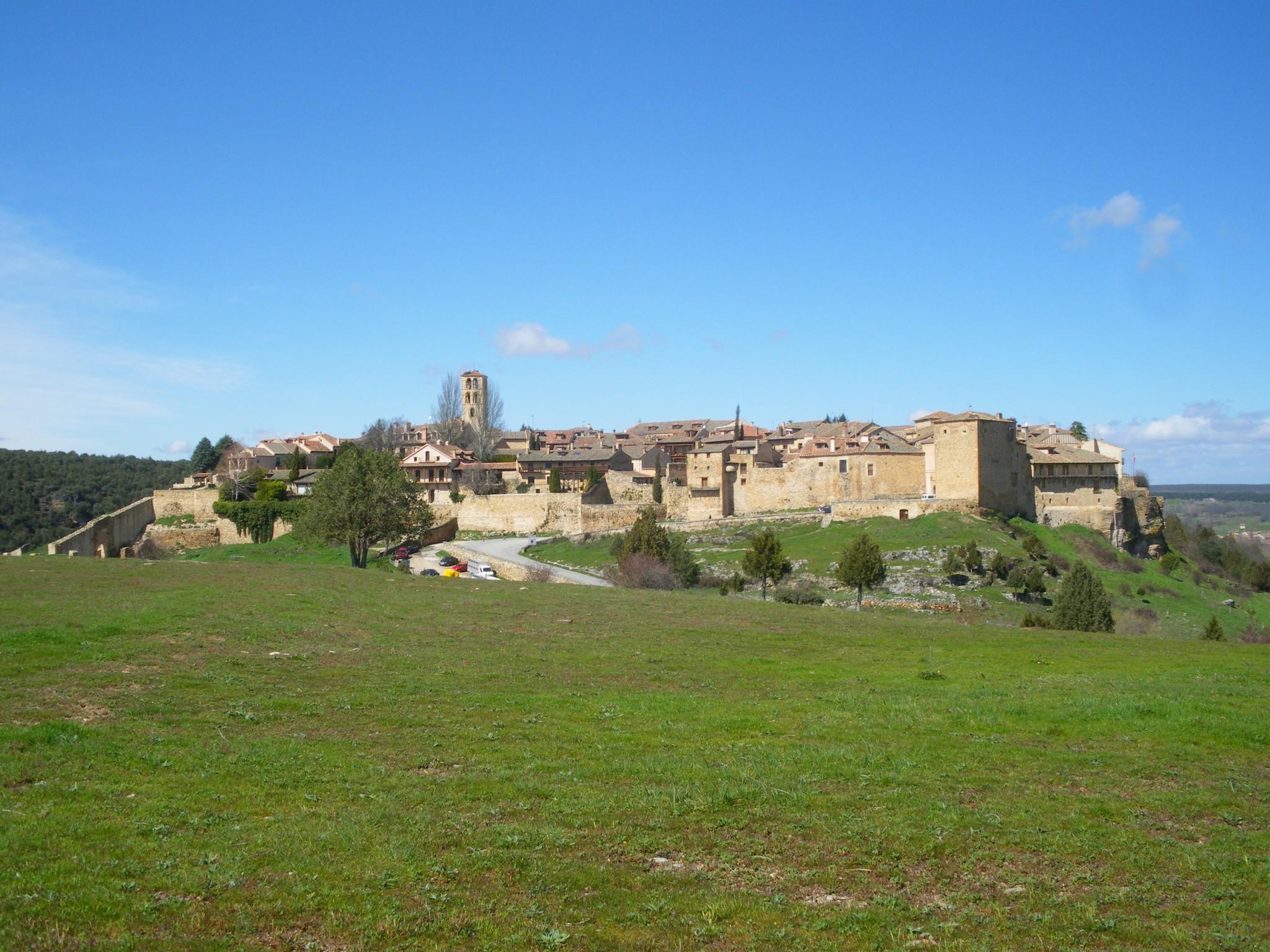 Pedraza, Segovia, Castilla y León, arte románico, murallas