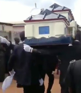 Man is buried in a coffin that looks like a house...it even has a DSTV dish (photo)
