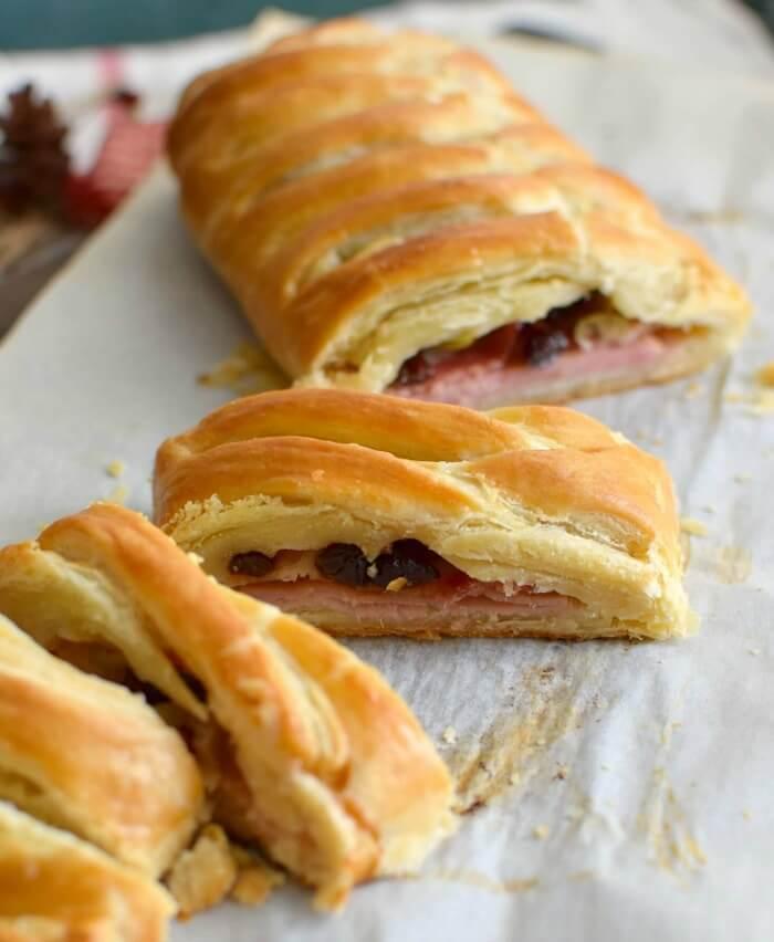 Trenza de hojaldre y jamón para acompañar la comida navideña o para el desayuno, muy fácil y rápida de preparar
