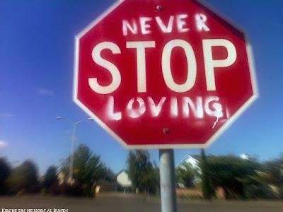 Liebe geht niemals zu Ende - lustiges Stopp Schild