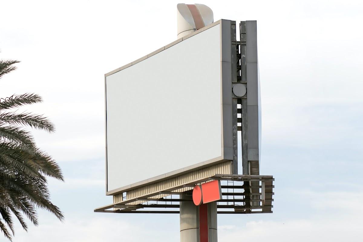 Billboard tempat memasang banner di jalan raya