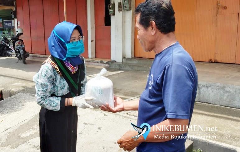 Peduli Sesama Saat Wabah Corona, HMI dan KAHMI Kebumen Bagikan 200 Paket Beras