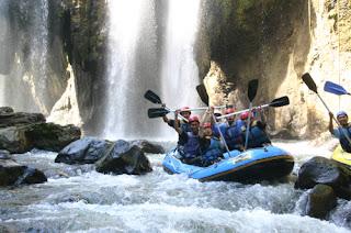 Rafting / Arung Jeram Bandung - Outbound Bandung
