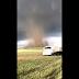 Caminhoneiro é cercado por tornados nos EUA; vídeo