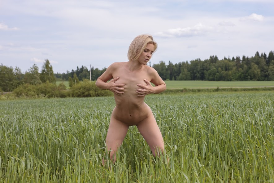 [Stunning18] Eleanor - Naked In The Meadow 9825528153