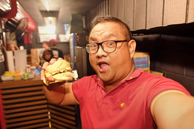Carlo Olano of Kalami Cebu meets the Squat Burger at Stoke Burgers