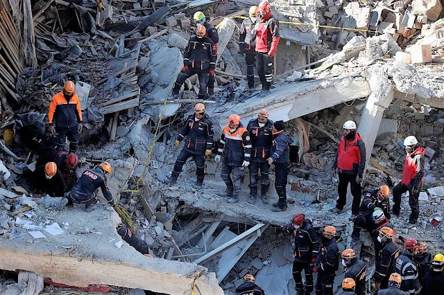 Силно земетресение между Турция и Иран, най-малко 7 загинаха (ВИДЕО, СНИМКИ)