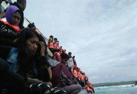 BREAKING NEWS : Sudah 4 Korban Meninggal Ditemukan, Sebagian Besar Penumpang Selamat, Dievakuasi Tim SAR dan Warga