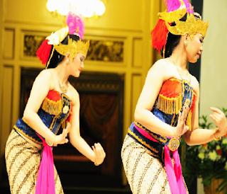 Sejarah Kesenian Tari Tradisional Gambyong dan gerakan tarian Gambyong Daerah Jawa Tengah Tempat Wisata Sejarah Kesenian Tari Tradisional Gambyong dan gerakan tarian Gambyong Daerah Jawa Tengah