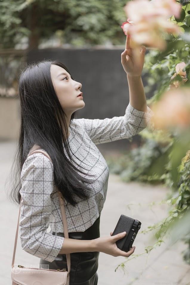 YALAYI雅拉伊 2019.06.28 No.322 女白领的私生活1 何嘉颖