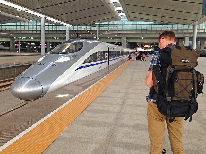Train à grande vitesse en gare de Xian (Chine)