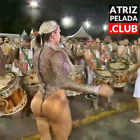 Juju Salimeni DELICIOSA em ensaio de escola de samba