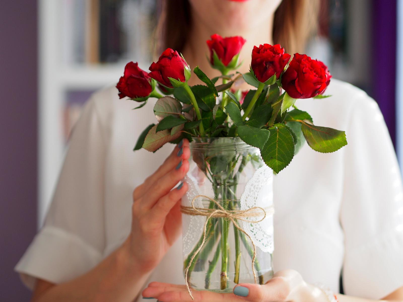 DIY: premeňte obyčajný pohár na originálnu dekoráciu // z pohára váza pár minút