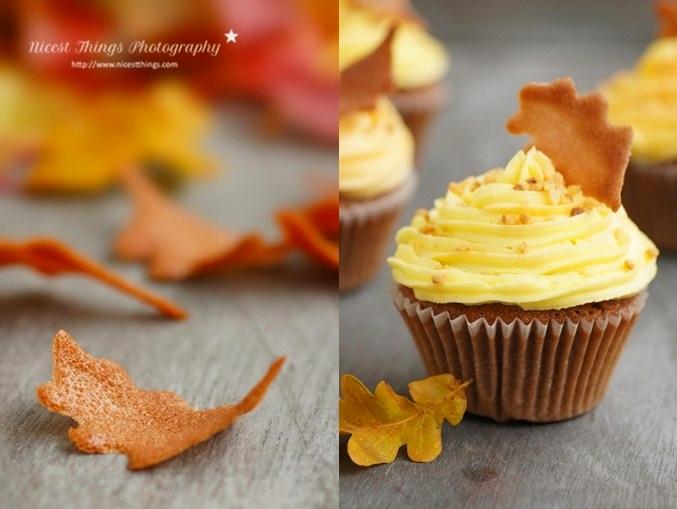 Herbst Cupcakes mit Rum, Krokant und Tuile Blätter Deko