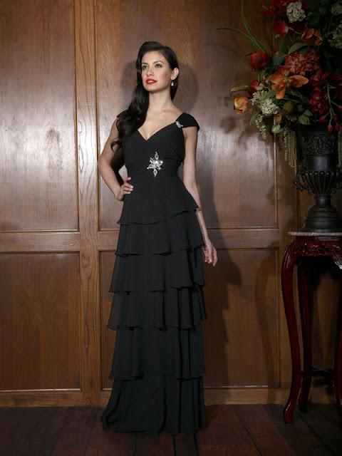 A-Linie aus Chiffon V-Ausschnitt Kurze Ärmel Schwarz Abendkleider