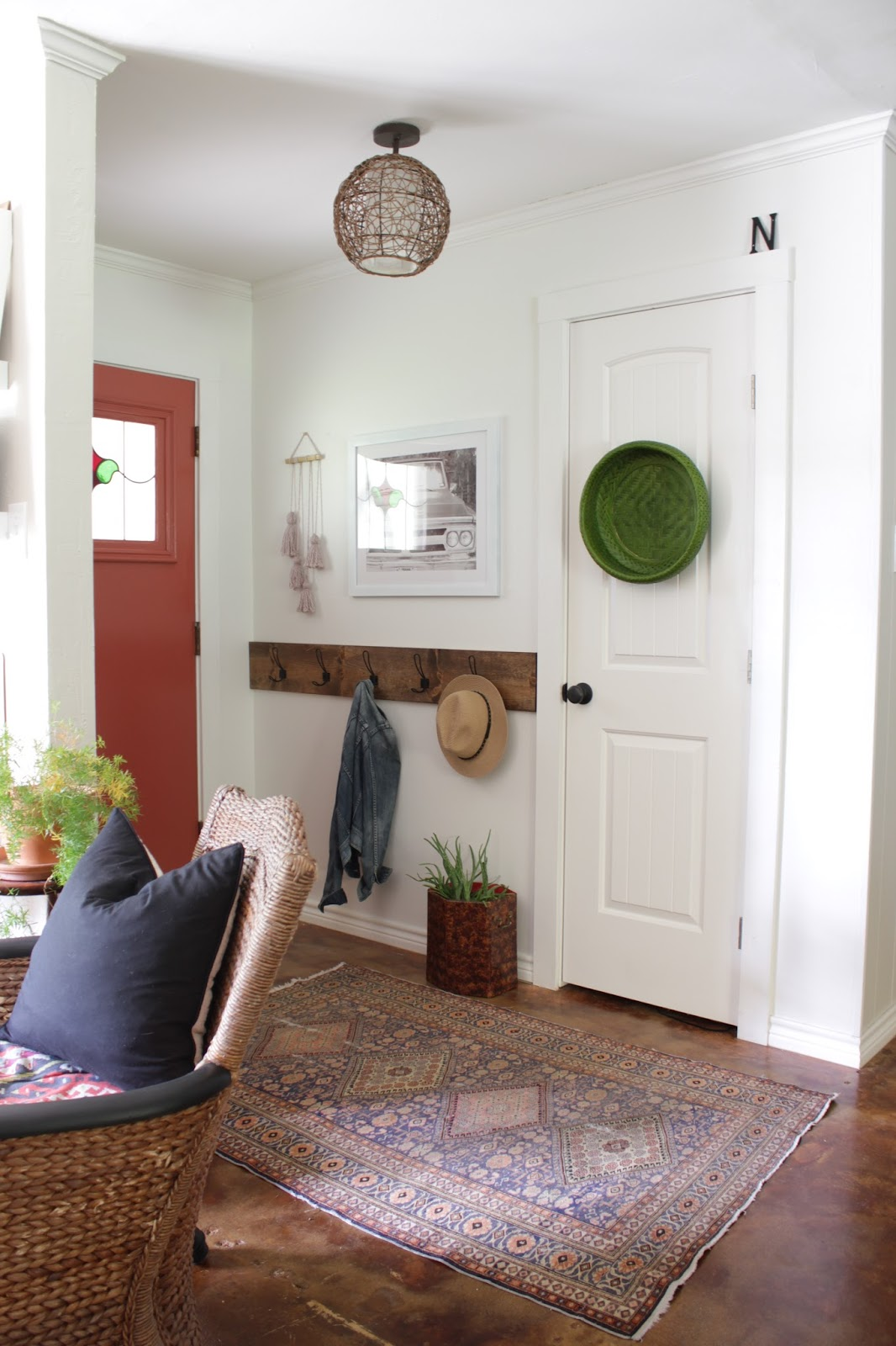 A quick entryway update! I sold what was in the space and redid it using the money I earned. Come see!