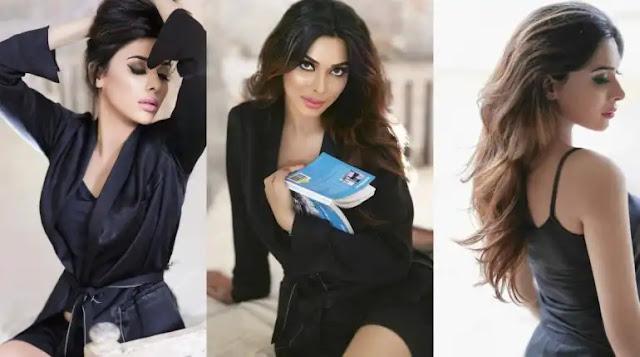 Eshal Fayyaz Looks Smashing Hot In Black Gown