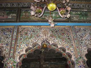 Arch inside Parasnath temple Kolkata