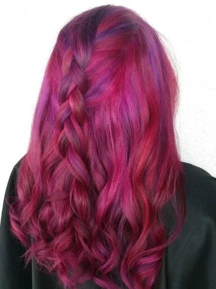gaya rambut wanita warna merah dan dikepang