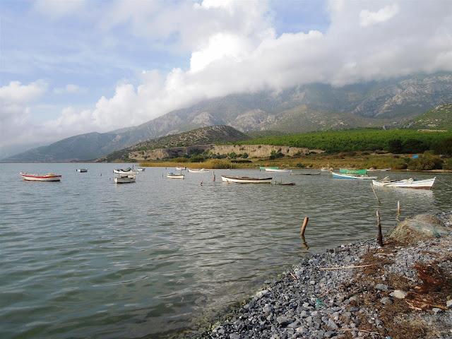Karina_Dil Gölü'nde balıkçı tekneleri