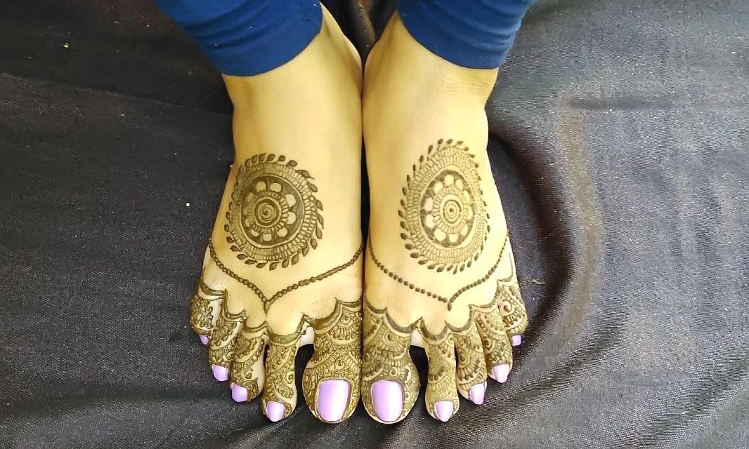 Beautiful-mandala-foot-Mehndi-Design-with-intricate-pattern