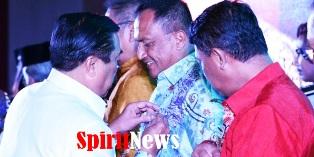 Pangdam Wirabuana Menerima PIN Emas Dari Harian Fajar