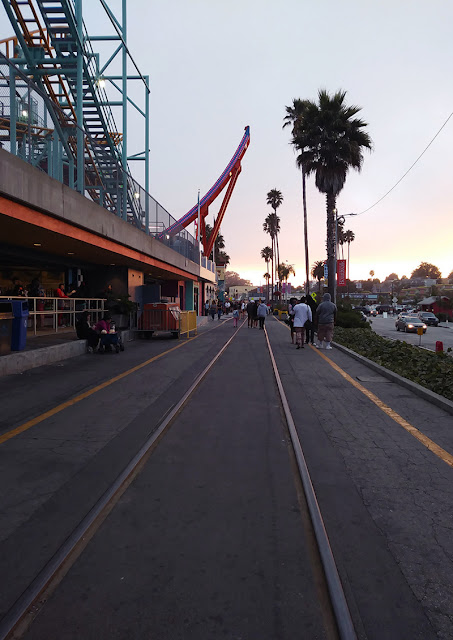 zachód słońca na Beach Boardwalk, Santa Cruz