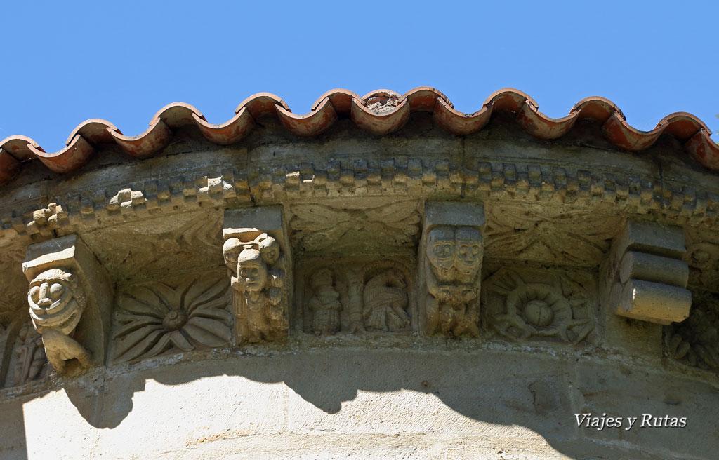 Canecillos de la iglesia de San Pedro de Villanueva, Cangas de Onís, Asturias