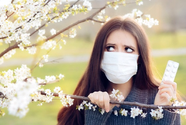 What are the symptoms of spring allergy