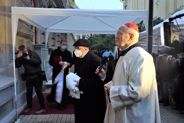 Emléktábla a zsidókat mentő katolikus papnak