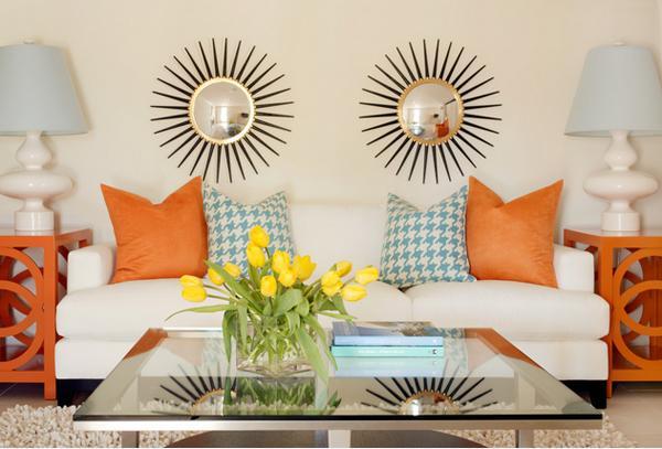 Ruang tamu eksotis bertema jingga atau orange dindingnya