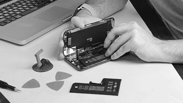 Apple iPhone, iPads and Smartphones with Laptop, Apple MacBook Repairing, Unlocking Software Service in near Colombo Sri Lanka
