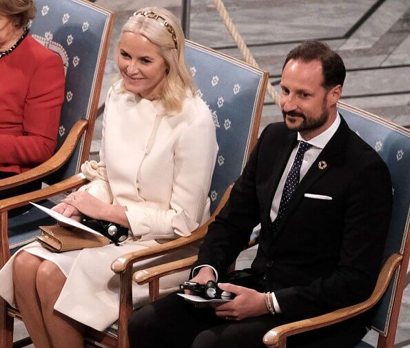 Crown Princess Mette-Marit wore a wool-cashmere ivory coat by Valentino and Prada gold headband. Queen Sonja