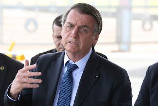 Bolsonaro pede que governadores e prefeitos liberem o comércio definitivamente