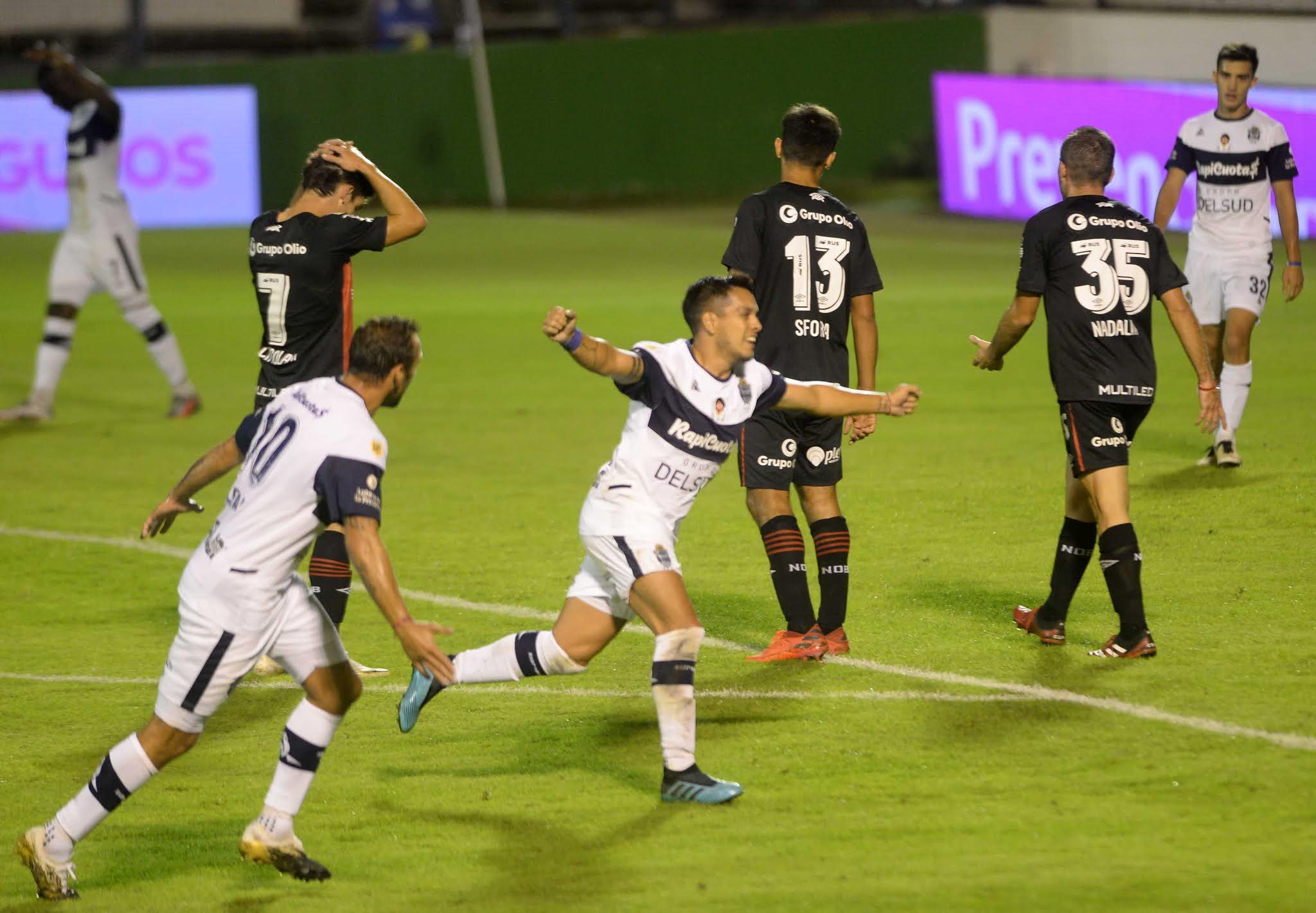 Gimnasia sigue con esperanzas de clasificar tras cortar el invicto de Burgos en Newell's