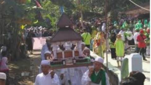 Tradisi Haul (Buka Luwur) Mbah Rogomoyo Desa Kaliwungu Kudus