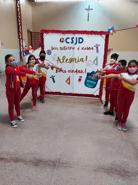 Colégio Santa Joana D'Arc está em festa com o retorno dos alunos.
