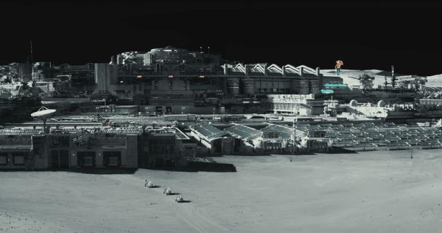 Sĩ quan CIA tiết lộ sốc: Có 250 triệu người đang sinh sống trên Mặt Trăng
